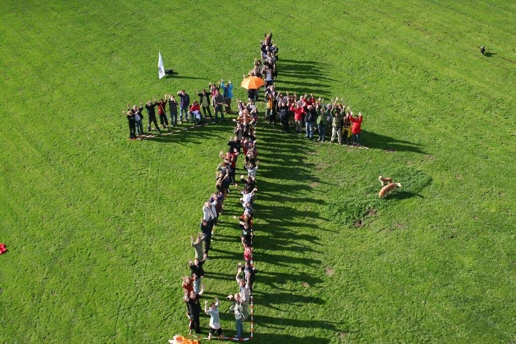 Klimaschutz: Windrad aus Menschen